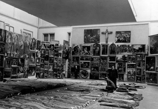 7907 Nederlands kunstbezit terug uit Duitsland A'dam 20-4-1950